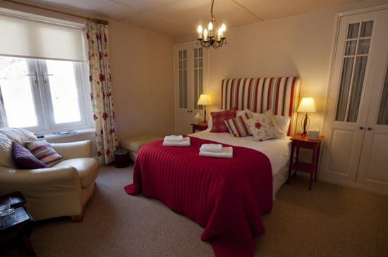 bed-breakfast-red-room